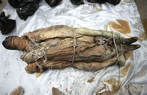 China man found underground for 17 years of marriage