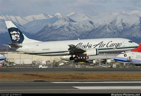 n709as alaska airlines cargo boeing 737 400f at anchorage ted intl kulis air