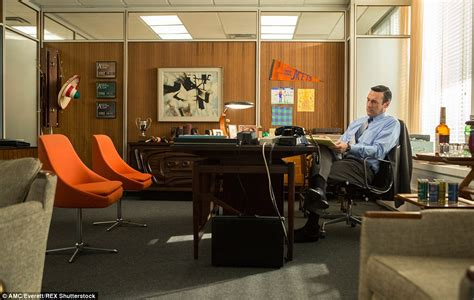 want don draper s office from mad men here s how to get it bloomberg mad men fans pay big bucks for auctioned off items from