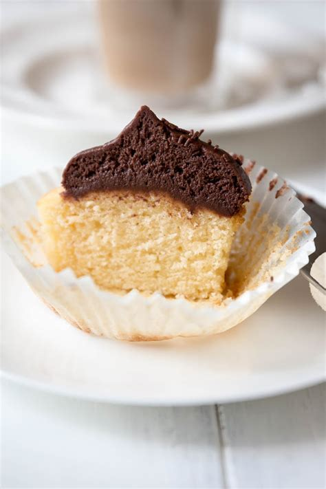 Vanilla Bean Biji Vanilla 10 Gr milk and honey vanilla cupcakes with chocolate