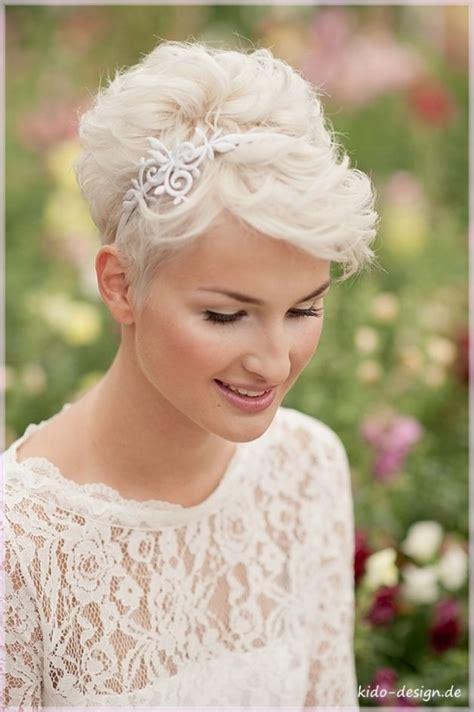 Pixie Cut Wedding Hairstyles With Veil by Best 25 Pixie Wedding Hair Ideas On Pixie