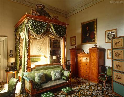 chatsworth house   chintz bedroom  enormous