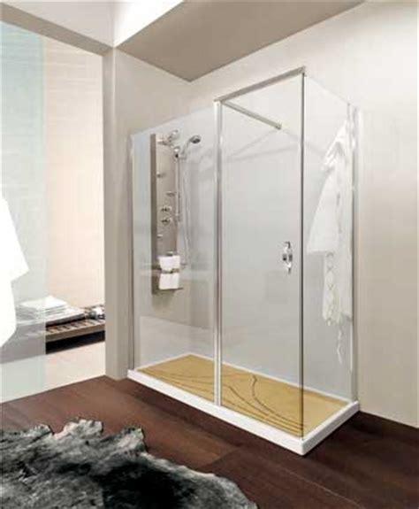 doccia al posto della vasca da bagno al posto della vecchia vasca da bagno