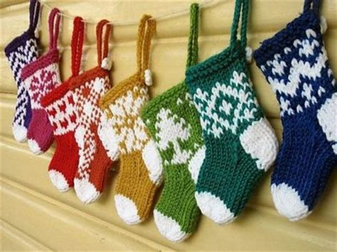 twenty five days of christmas minu stocking on a rope from crackabsral eee so mini ornaments to knit mus knits and kits juxtapost