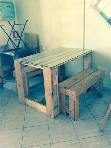 Diy Pallet Desk And Table With Glass Top Pallet Diy Glass Desk