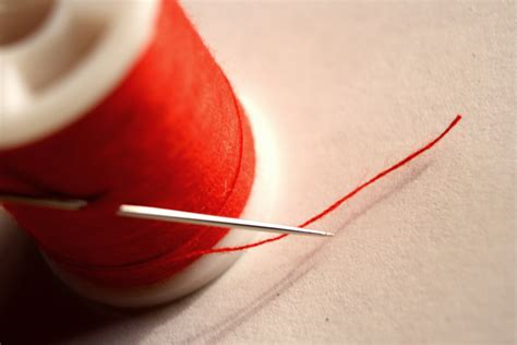 String With Needle And Thread - file needle and thread jpg wikimedia commons