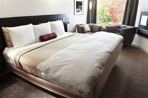 how to get comfortable in bed boxspringbett beziehen 187 die richtigen bez 252 ge f 252 rs gro 223 e bett