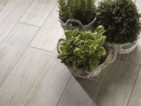 pavimenti marazzi prezzi pavimento in gres porcellanato smaltato effetto legno
