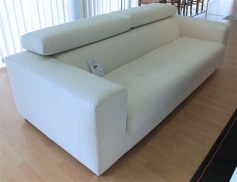 divano ecopelle bianco divano tre posti con pouf grande in ecopelle bianco
