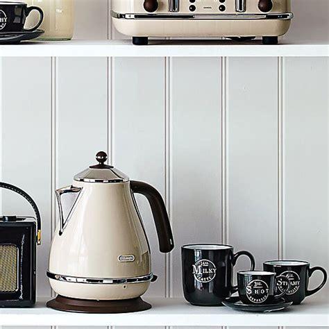 delonghi kbov3001bg icona vinatge kettle 1 7l 3kw retro beige kettle around the clock offers