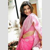vanya-mishra-in-saree