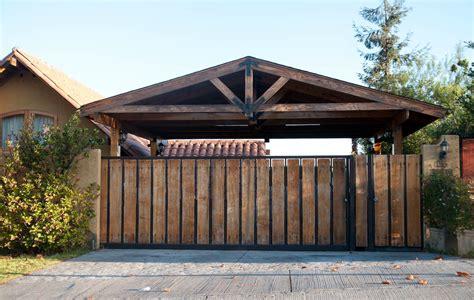 cobertizo rollizos estacionamientos de madera cobertizos para veh 237 culos