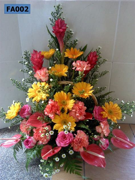 arrangement of flowers fa002 triangle arrangement of carnations gerberas