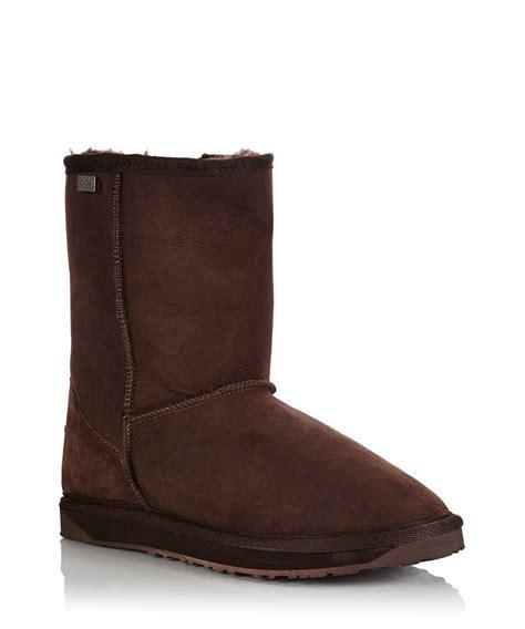 emu boots mens emu australia s stinger chocolate sheepskin boots
