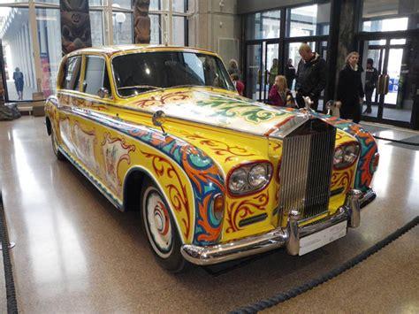 ジョン レノンの有名なサイケデリックなロールス ロイスがロンドンの展示会に udiscoverjp