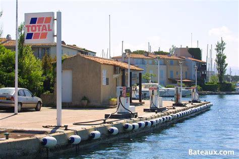 station carburant de port grimaud photo bateaux