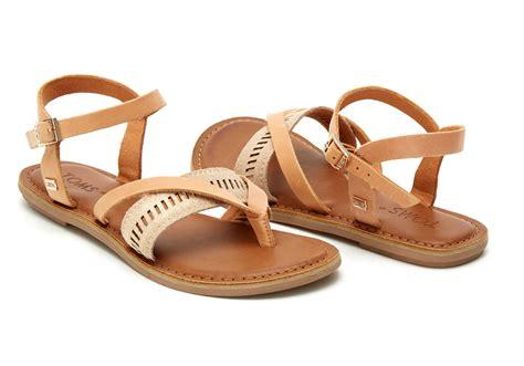 Sandal Kulit Sintetis L 03 sandstorm leather metallic s lexie sandals toms 174