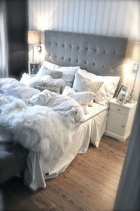 Bedrooms In Grey And White by Best 20 Cozy White Bedroom Ideas On