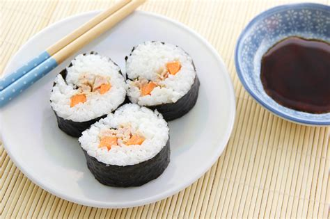stuoia sushi come preparare un sushi roll 11 passaggi illustrato