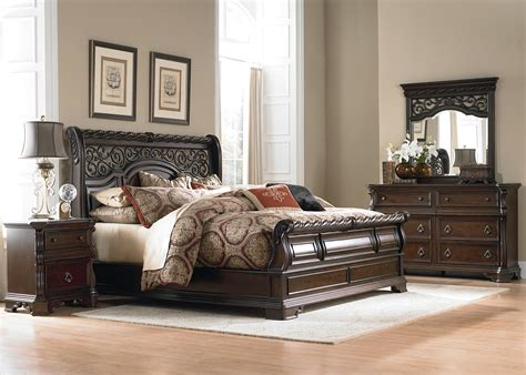 queen sleigh bedroom set queen traditional sleigh bed by liberty furniture wolf
