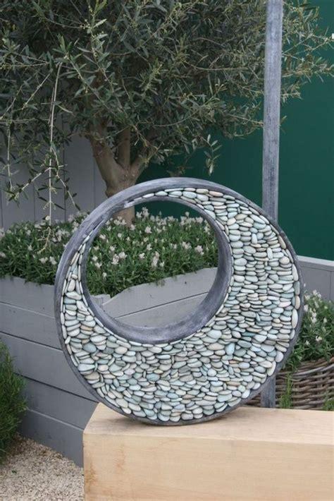 sculture giardino sculture per il giardino con ciottoli lastre e scaglie di
