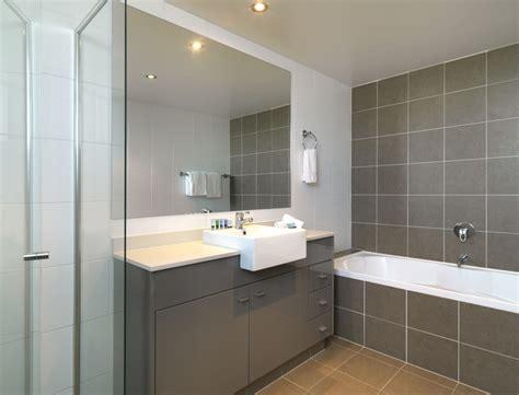 2 bedroom apartments broadbeach 2 bedroom apartment at meriton serviced apartments broadbeach goldcoast get me to