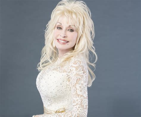 dolly parton s new album pure simple debuts at no 1 sounds like nashville