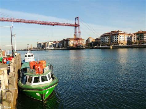 que boten bote que cruza la ria portugalete vizcaya