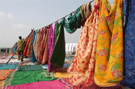 washerman spreading clothes    yamuna river agra