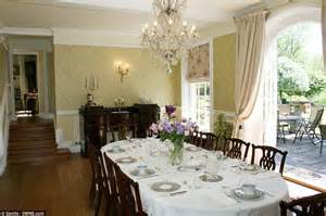 Downton Dining Room Downton Home Of Maggie Smith S Dowager Sells For 163 6
