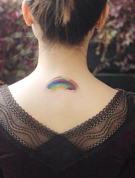 small rainbow tattoos rainbow il tatuaggio con l arcobaleno che appare