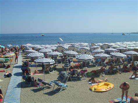 Bagni Varazze by Spiagge Di Teiro Levante E Ponente Trovaspiagge It