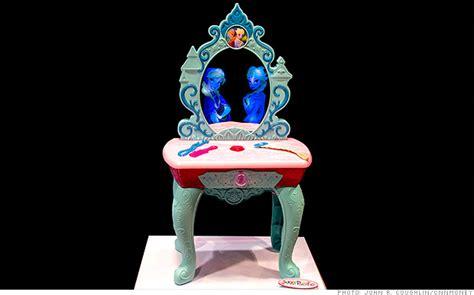 Frozen Vanity by Magic Mirror Vanity Exclusive Toymakers Unveil New