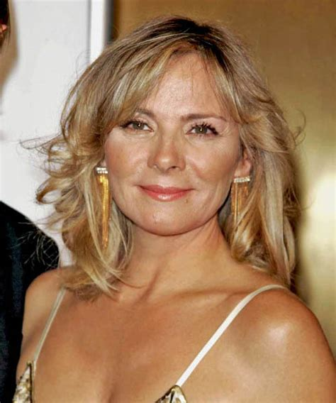 kim cattralls very short hairdos over the yearsaa kim cattrall medium wavy casual hairstyle