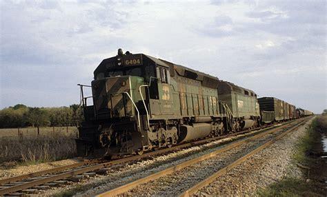 burlington northern freight symbol 77 at zulch tx
