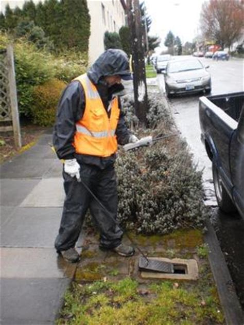 meter readers from the portland water bureau pwb fall to do keep your water meter accessible and clear of