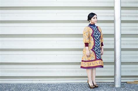 Dress Cut Batik Daun Nirwana Cewek Cantik foto keren gita gutawa yang cocok untuk cewek