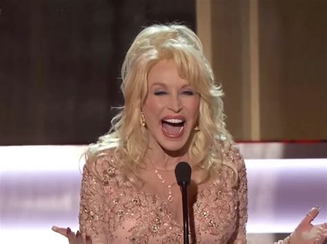 dolly parton gets standing ovation at screen actors guild awards presents lifetime achievement