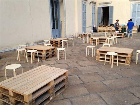 tavoli fatti con bancali excellent costruire un divano con i bancali di legno