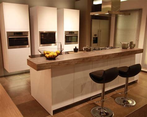 houten keuken met wit blad wit houten blad keuken luxe witte keuken fris en