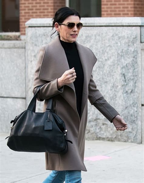 what kind of purse does juianna margolis carry in the good wife julianna margulies archives hawtcelebs hawtcelebs