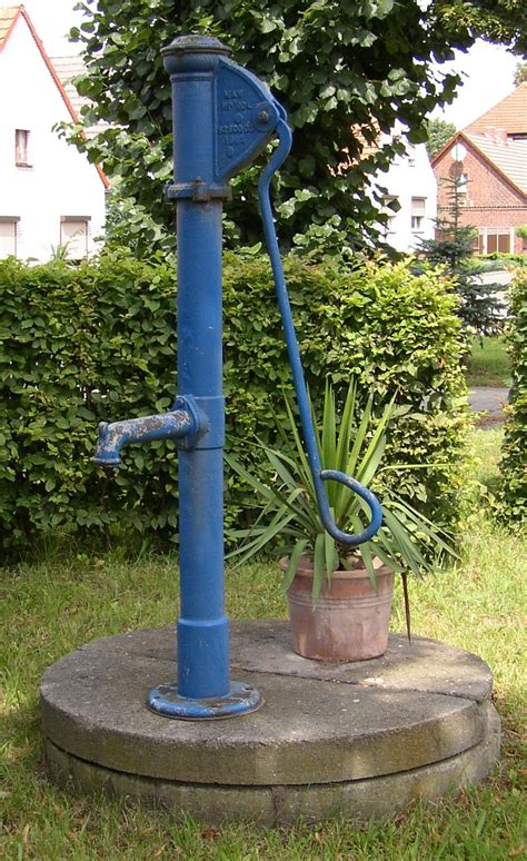 Wie Eine Garten Skulptur Macht by Handschwengelpumpe