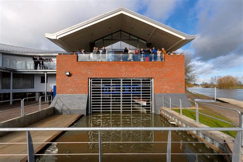 boat house oxford tuke manton architects projects oxford university boat house