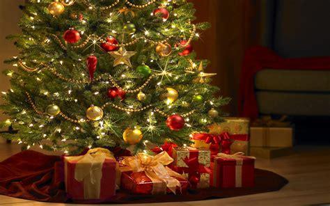 beautiful christmas tree  gifts computer desktop wallpaper