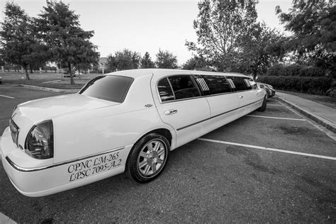 Limousine Service New Orleans Louisiana by Gorgeous New Orleans Wedding Limos Audubon Limousine