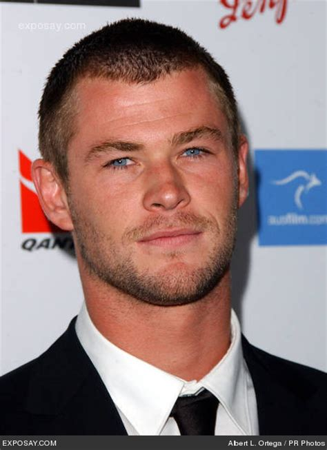 how much can chris hemsworth bench celebrity crush list dell