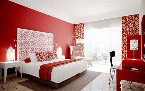 parete rossa da letto da letto con parete rossa troppo bravo