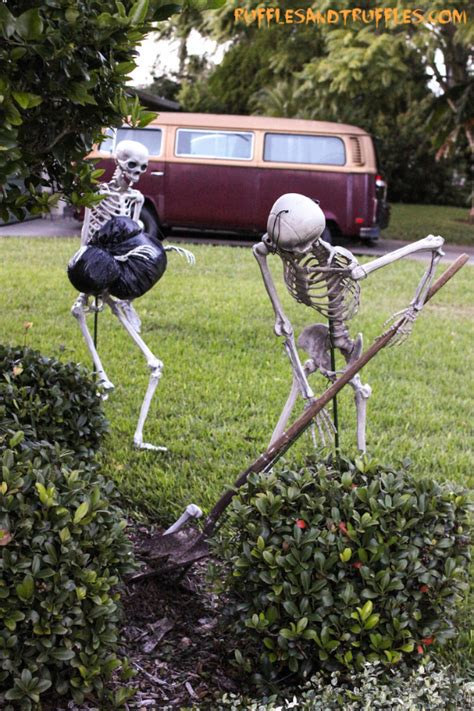 diy skeleton lawn decor for halloween