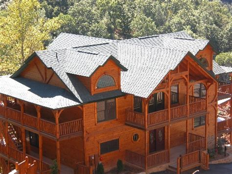 6 bedroom cabins in gatlinburg gatlinburg cabin cherokee s dream 6 bedroom sleeps 28