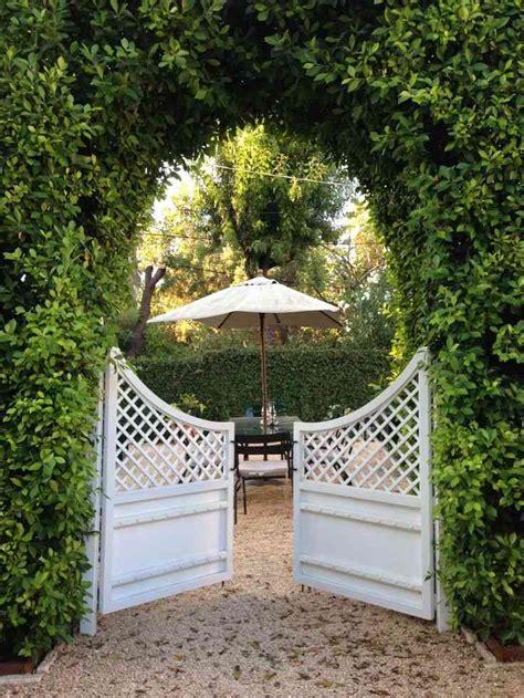 Treillis Jardin Bois by Portillon De Jardin Et Portail Les Premiers Qui Nous